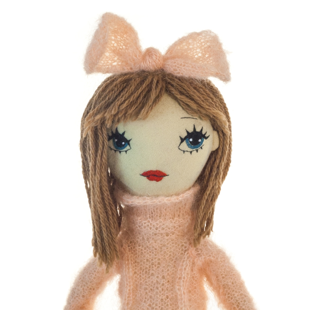 Dollcloud_handmade_fabric_fashion_doll_Elsa_portrait