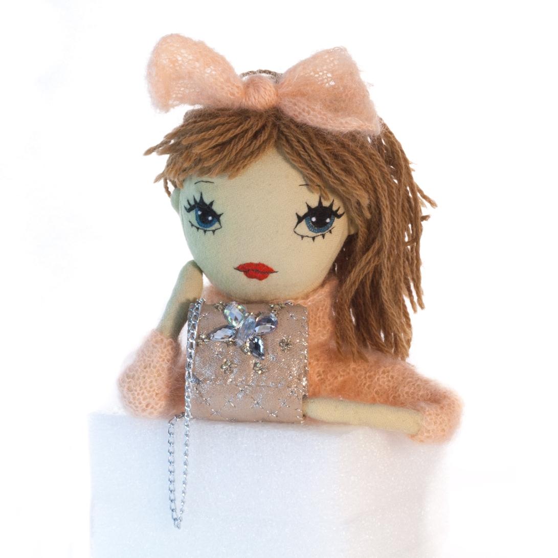 Dollcloud-handmade_fashion_Doll-Elsa-with-beige_leather_shoulder_bag
