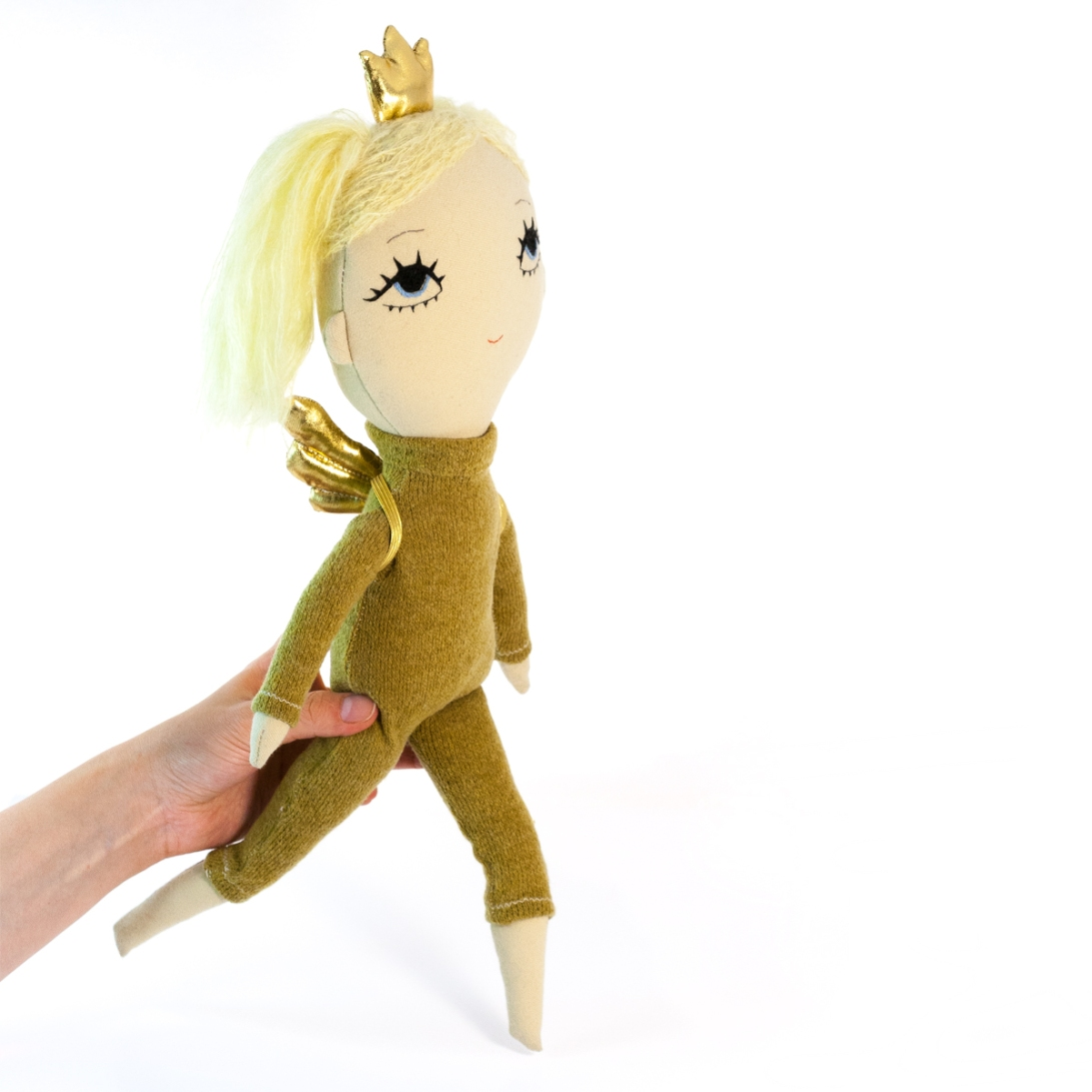Dollcloud_earth_princess_soft_cloth_doll_walking