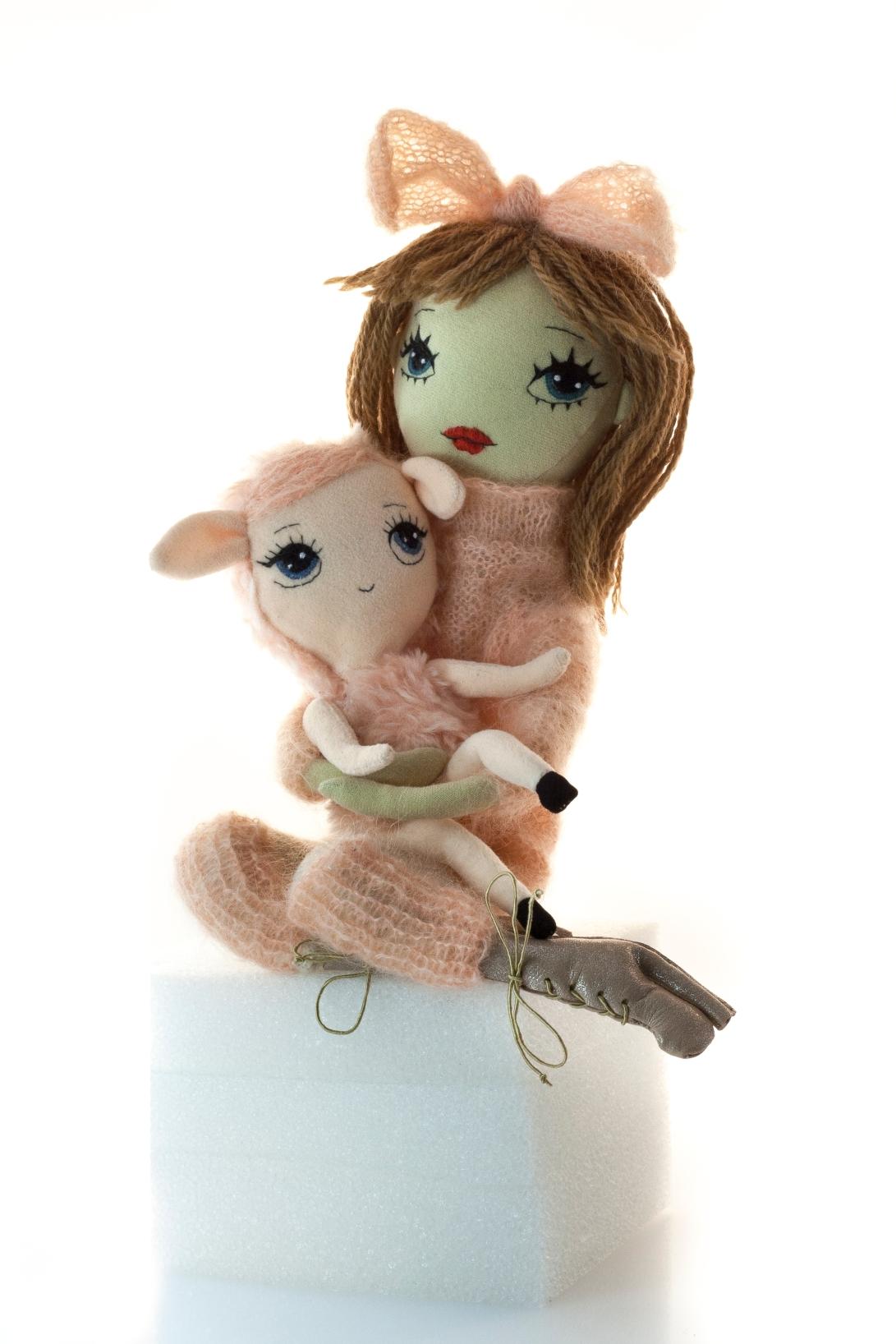 Dollcloud-handmade_fashion_Doll-Elsa-with-cute-pink-lamb